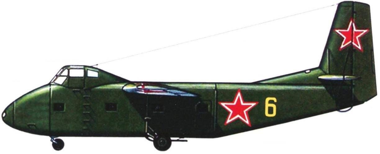 Стандартная схема раскраски планёров Як-14. Верхние и боковые поверхности имеют тёмно-зелёную окраску, а нижние - светло-серую. Иногда планёры имели бортовые номера. В данном случае - жёлтую «6».
