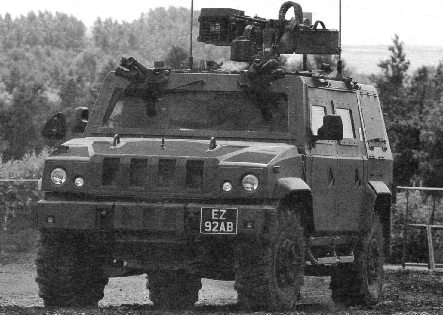 Итальянская «Ивеко», вооружённая 7,62-мм пулемётом и блоками гранатомётов