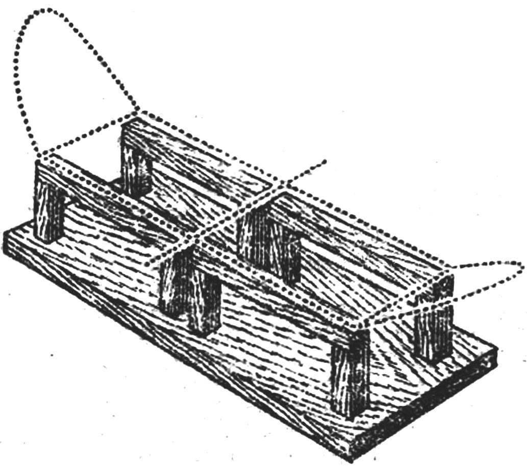 Рис. 3. Стапель для обтяжки крыла и установки растяжек.