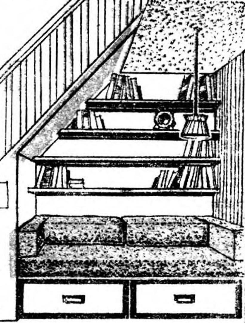 Рис. 3. Диван-шкаф в подлестничном пространстве.