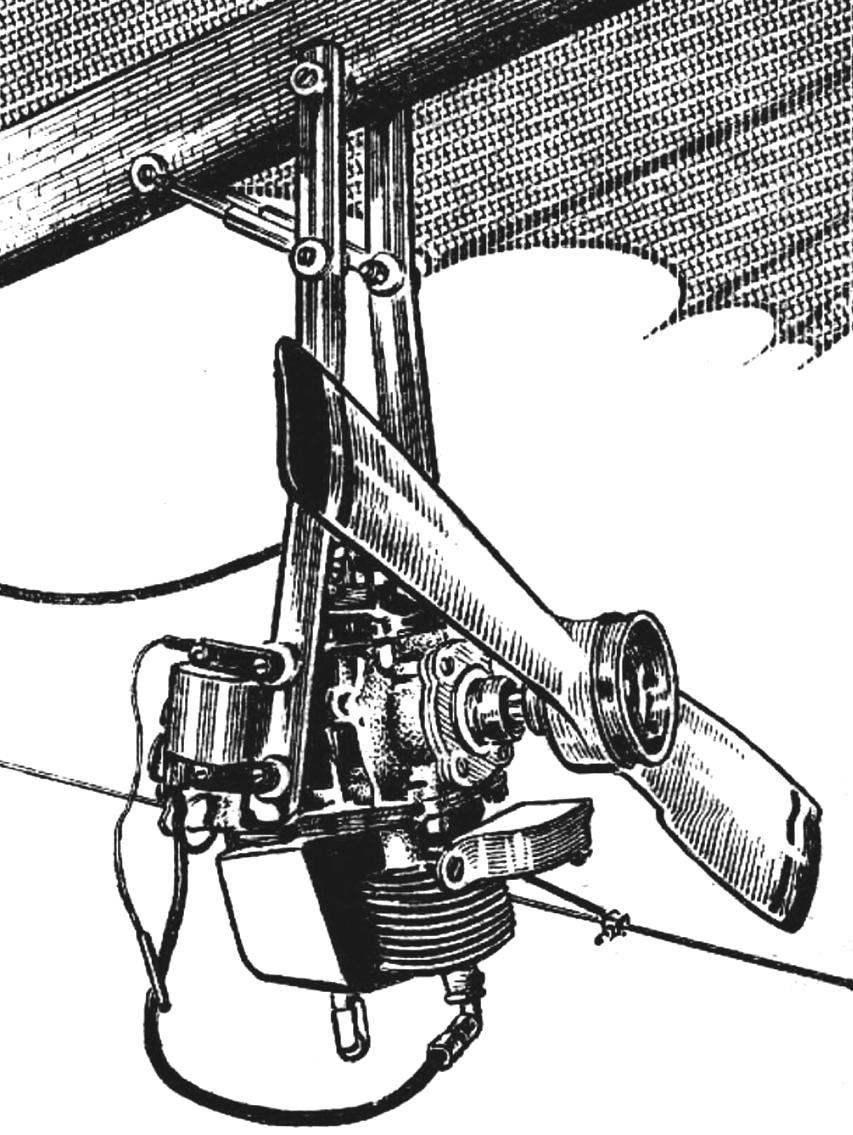 Расположение «Циклона» на дельтаплане (ограждение пропеллера снято).
