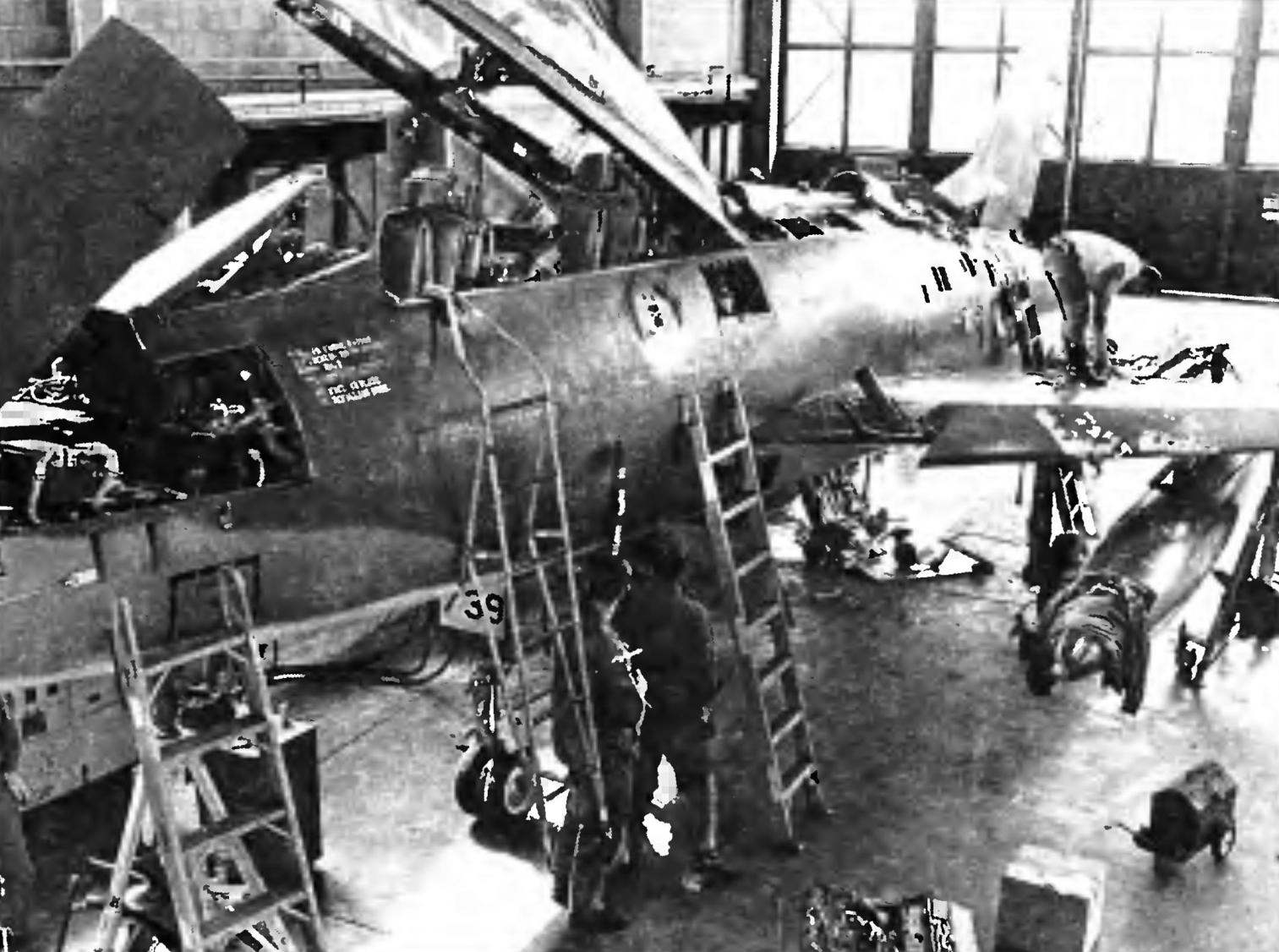 F-100D на регламентных работах