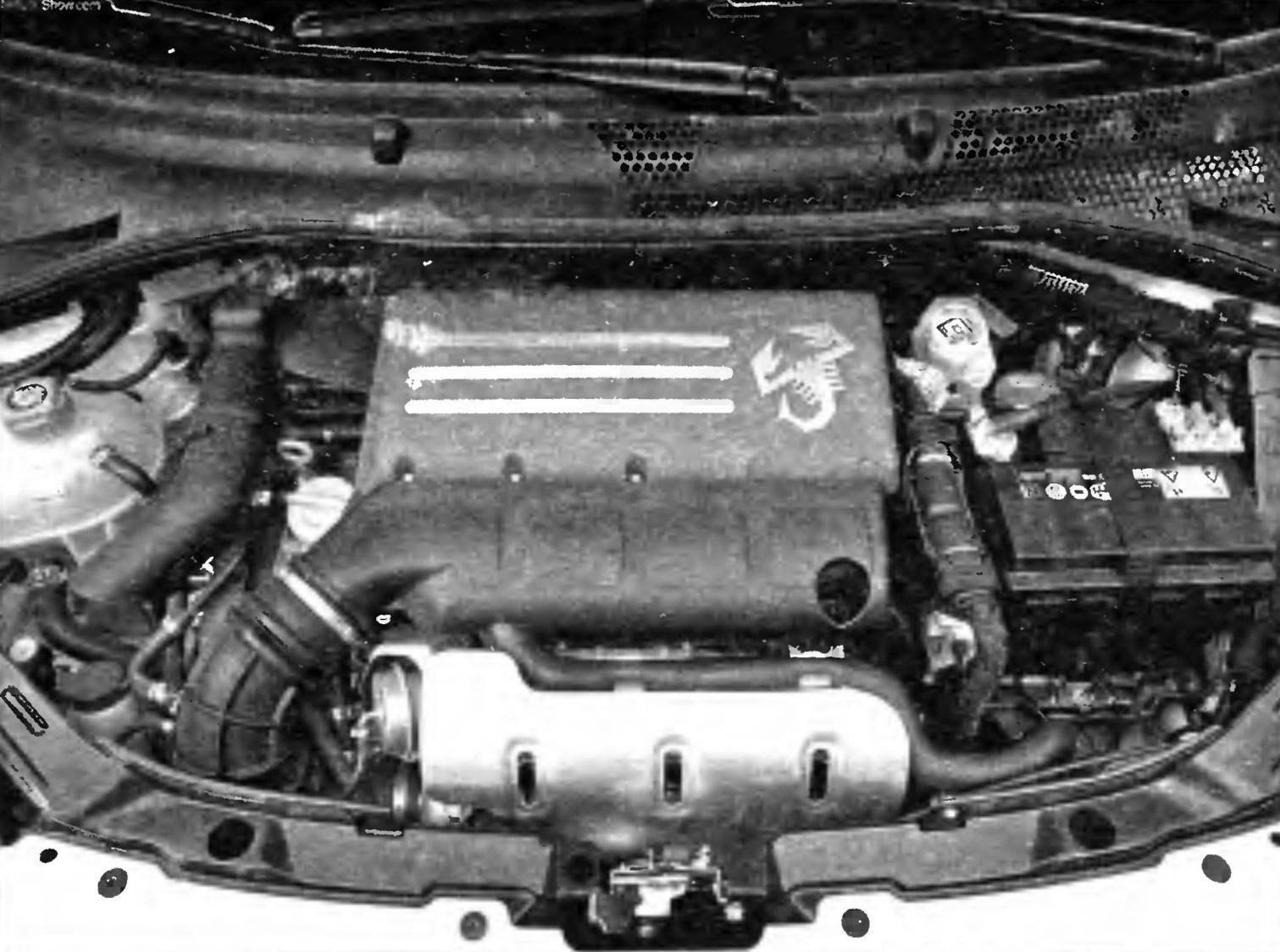 Подкапотное пространство FIAT-500 предельно уплотнено