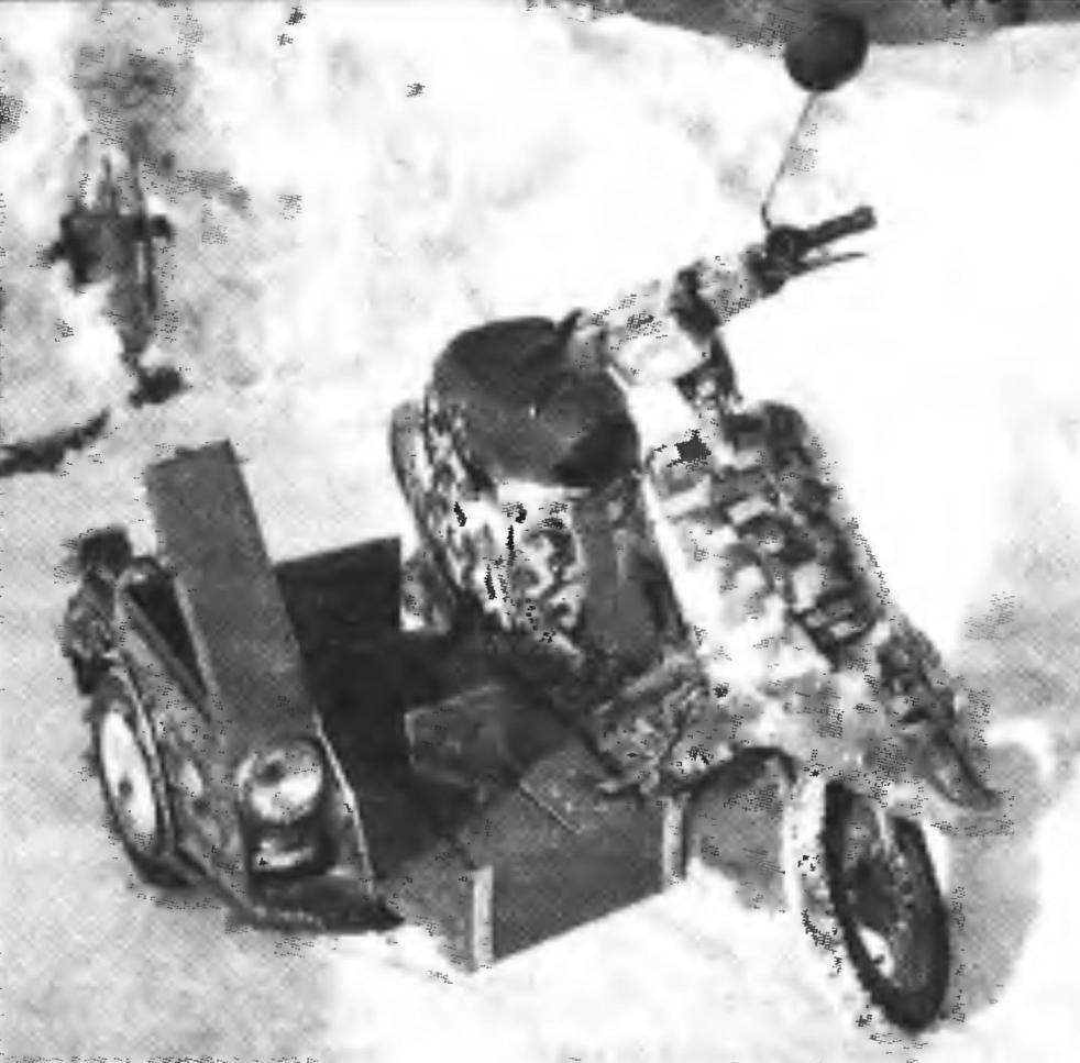Мини-мокик с грузовым боковым прицепом