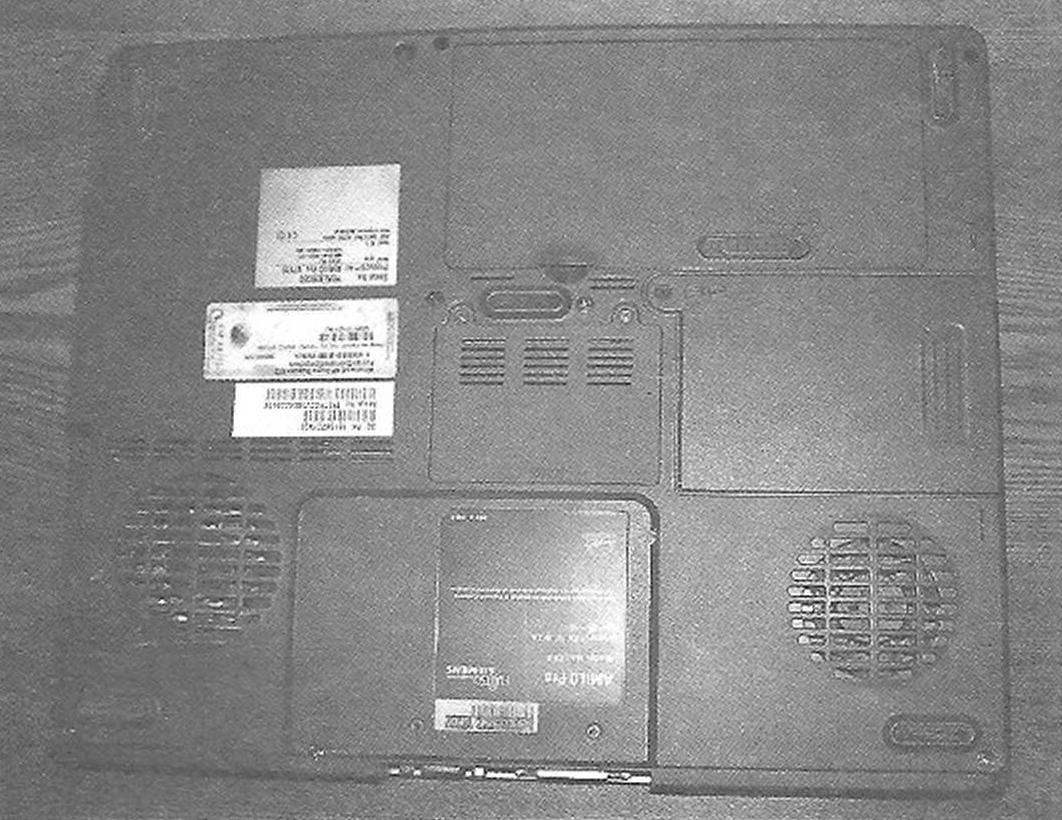 Вид на ноутбук снизу