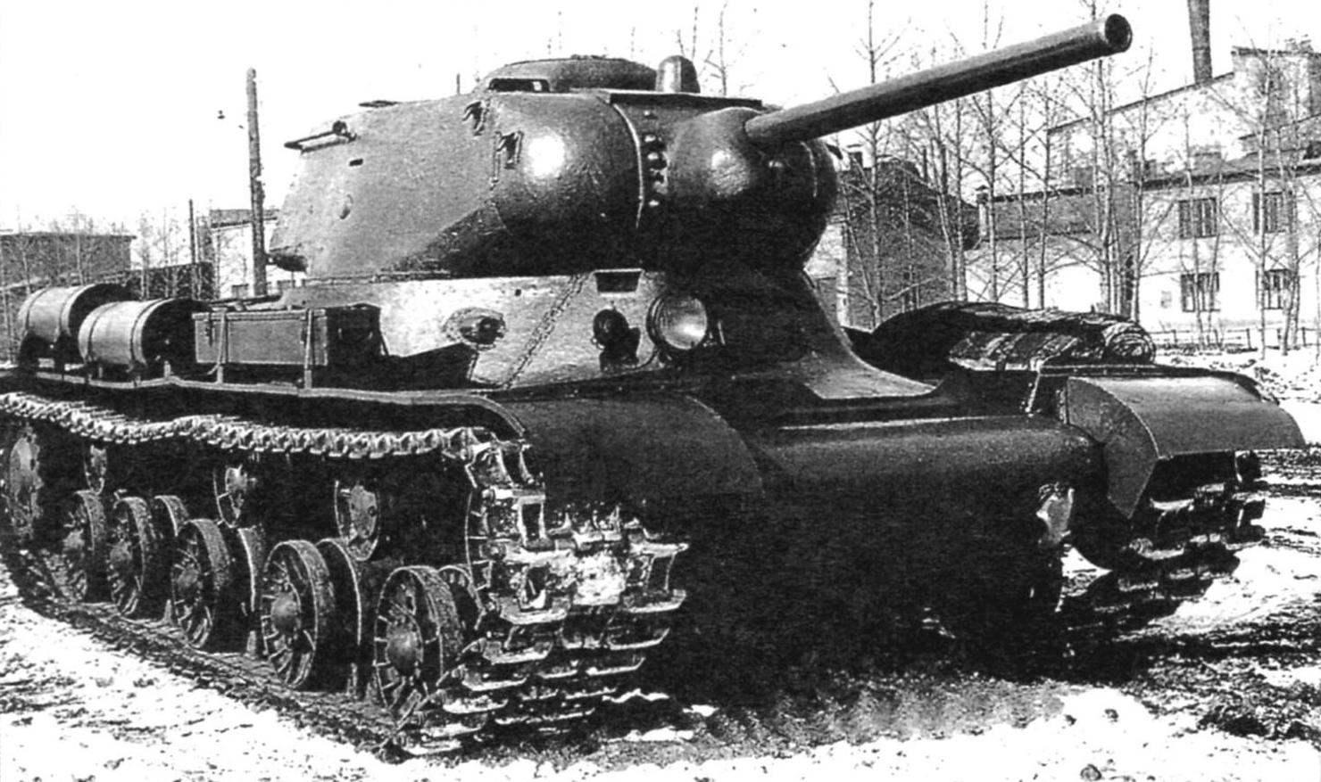 Средний танк КВ-13, вооружённый 76,2-мм пушкой ЗИС-5