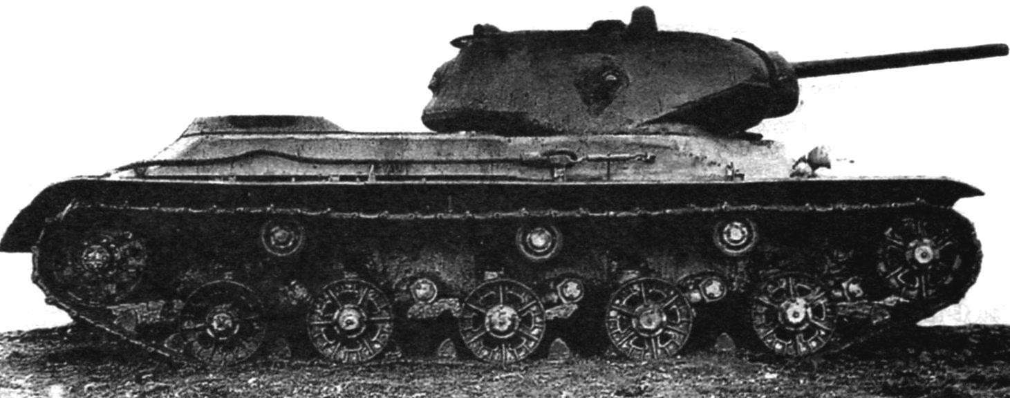 KV-13 weight 32,4 t had a powerful frontal hull armor up to 120 mm tower-to 85 mm, but had the mobility on the battlefield is not worse than the average tank T-34