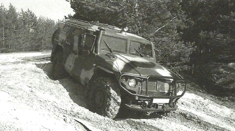Броневик ГАЗ-233014 СТС «Тигр» во время испытаний на песчаном грунте
