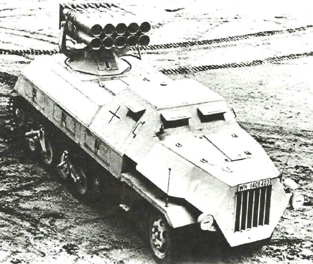 Реактивная система 15 cm Panzenverfer 42 auf sWS. Пусковая установка с десятью направляющими размещалась на трёхгонном тягаче sWS обр. 1944 г.
