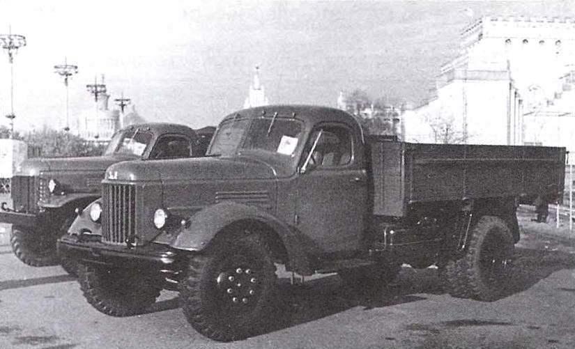 Бортовые автомобили-близнецы ЗиС-150 (справа) и ЗиЛ-164 (слева)