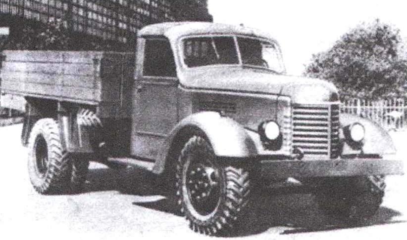 Бортовой грузовой автомобиль ЗиС-150 первых лет выпуска с кабиной смешанной деревянно-металлической конструкции и деревянным кузовом