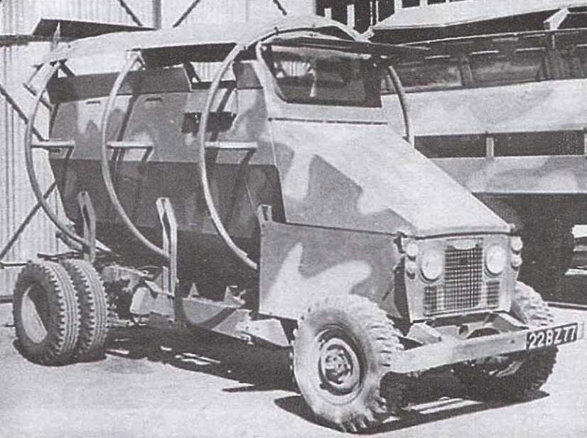 Полицейский автомобиль «Носорог» с бочкообразным кузовом и круговыми предохранительными дугами. 1977 г.