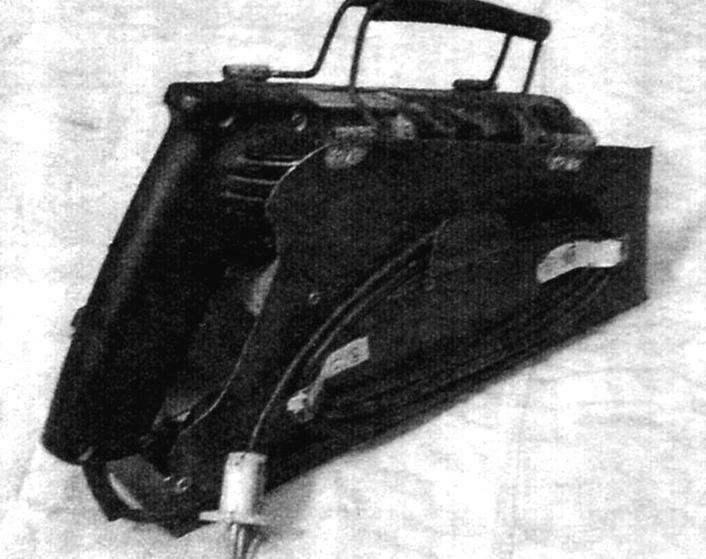 Электродрель в «чемоданчике» (вид с левой стороны)