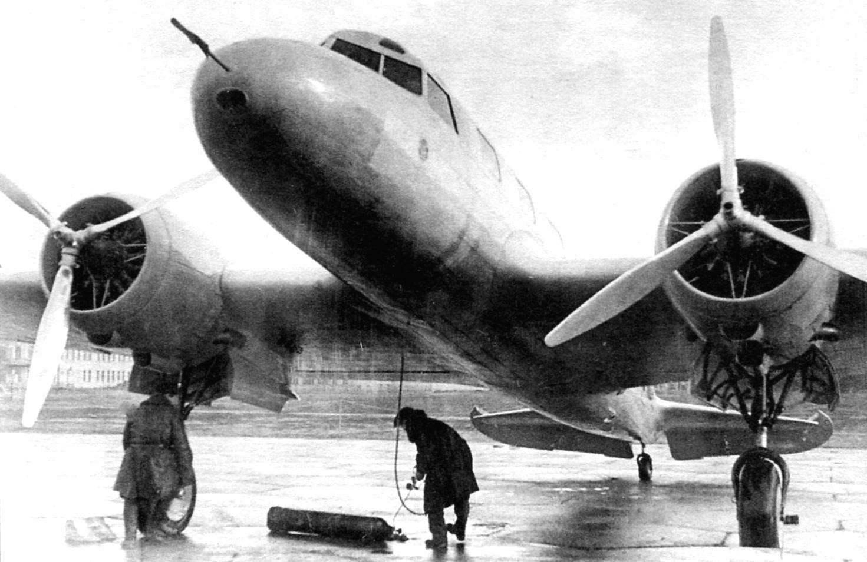 Первый опытный образец АНТ-35 перед вылетом в Париж
