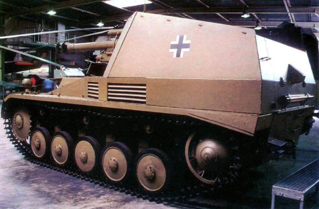 105-мм САУ «Веспе» в экспозиции Военного музея в Коблинце, ФРГ. Создана на базе немецкого лёгкого танка Sd.Kfz.121. Использовалась в танковых частях Вермахта с августа 1943 г.