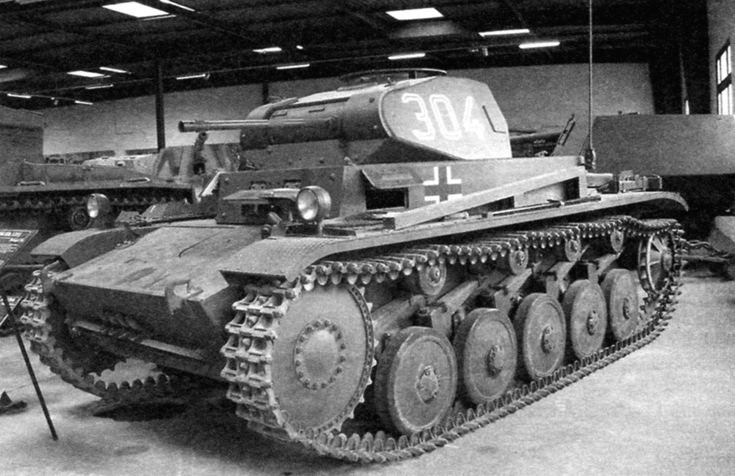Немецкий танк Pz. Kpfw. II (T-Il), на шасси которого создана САУ «Веспе»