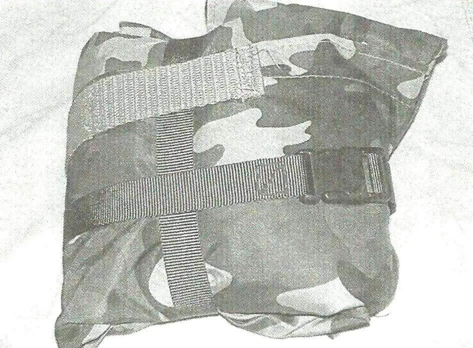 Фото 2. Чехол без коврика в свёрнутом виде. Стяжные ремни застёгнуты «крест на крест»