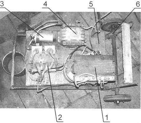 Монтаж деталей и узлов сварочного аппарата на платформе тележки