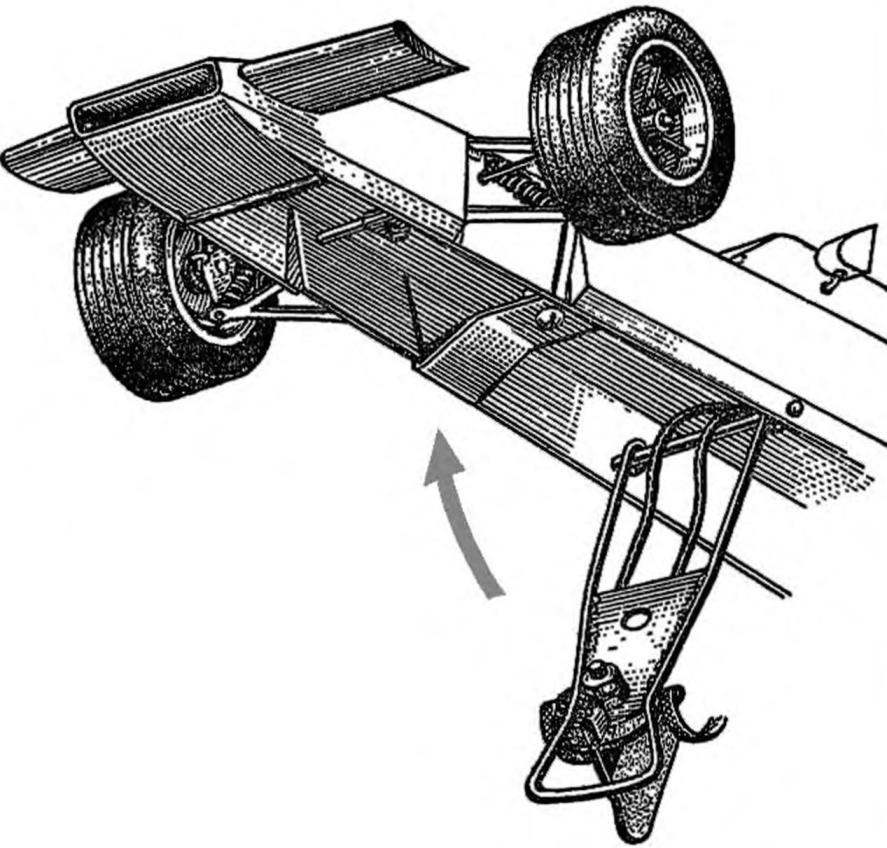 Рис. 4. Конструкция передней части кузова модели (узел токосъемника в откинутом положении).