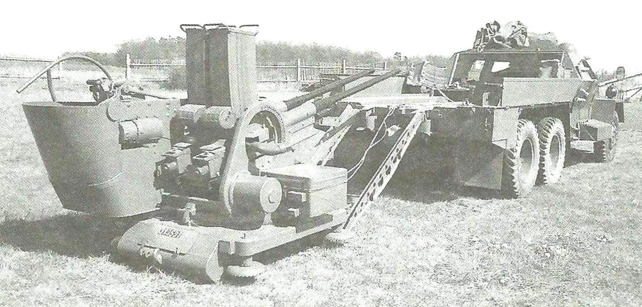 Артиллерийская часть ЗСУ могла сниматься с бронеавтомобиля и использоваться самостоятельно для стрельбы с огневого рубежа. Установка зенитного автомата на грунт