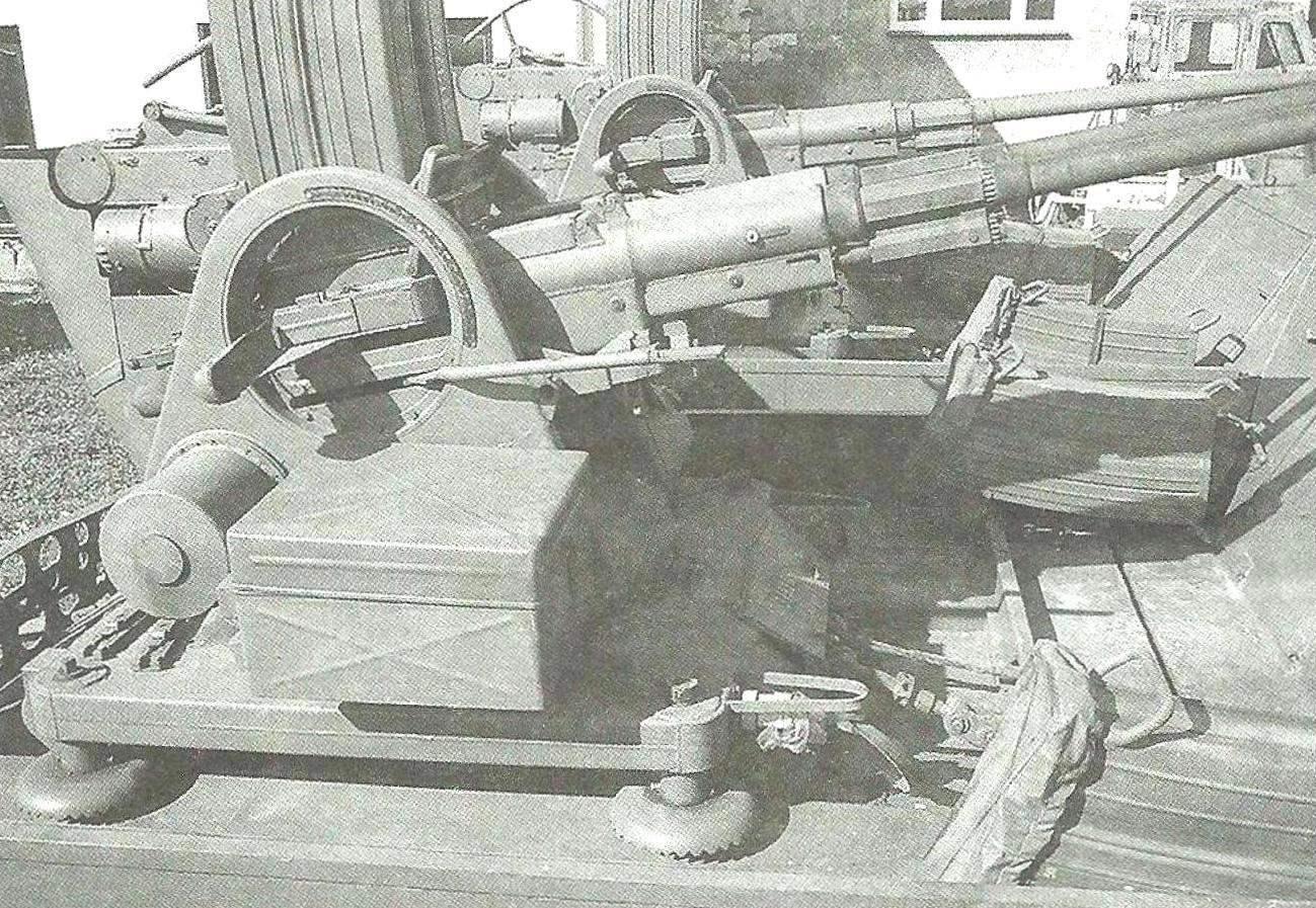 Артиллерийская часть установки: скорострельный 30-мм автомат