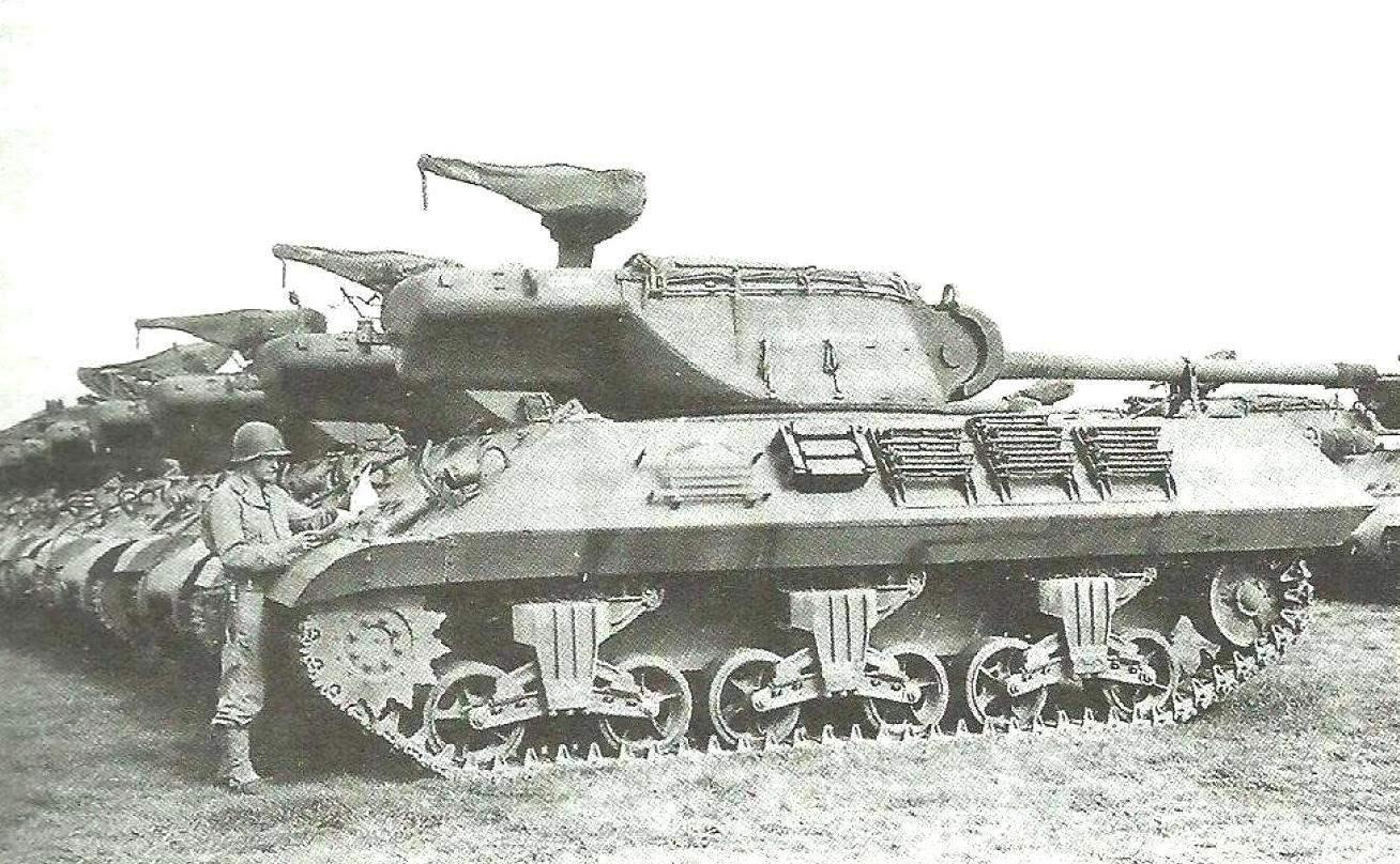 «Самоходки» М36 на сборном пункте танковой дивизии