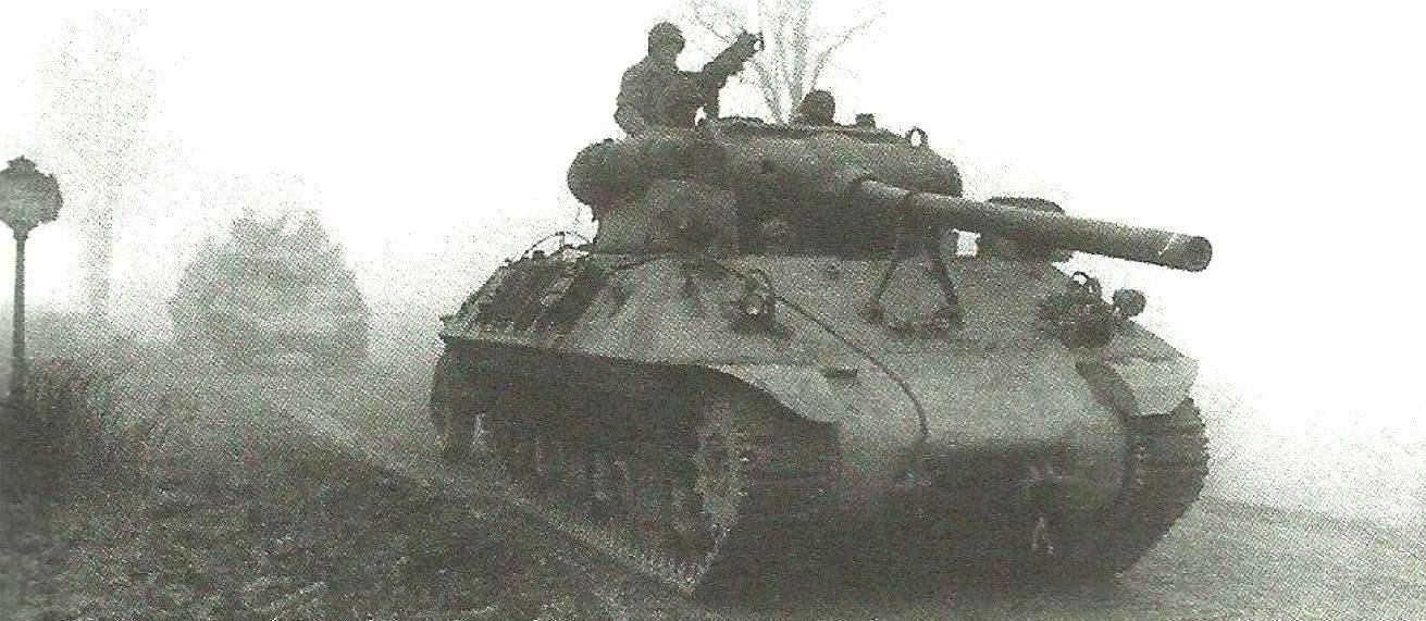 Колонна САУ М36 выдвигается в район сосредоточения. 703-й батальон истребителей танков 2-й танковой дивизии. Вербомон, Бельгия, 1944 г.
