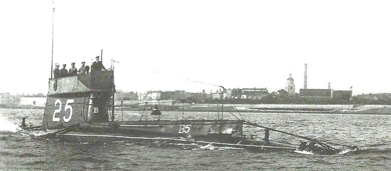 Submarine type, England, 1905