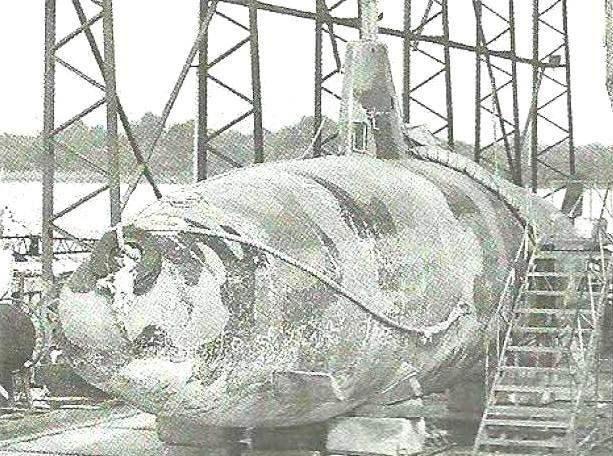 Эту дизельную подлодку в пятнистом камуфляже с покрытием из кевлара захватила эквадорская полиция на реке Гуйяувил (вблизи границы с Колумбией) в июле 2010 г.