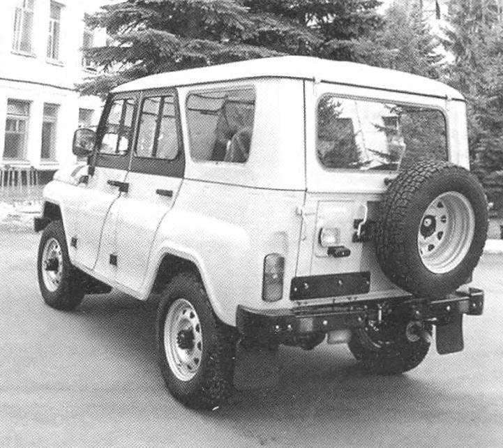 UAZ-469 (UAZ-3151) with metal-top body