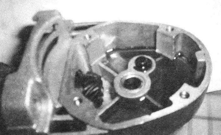 Заливка корпуса редуктора «болгарки» эпоксидным клеем