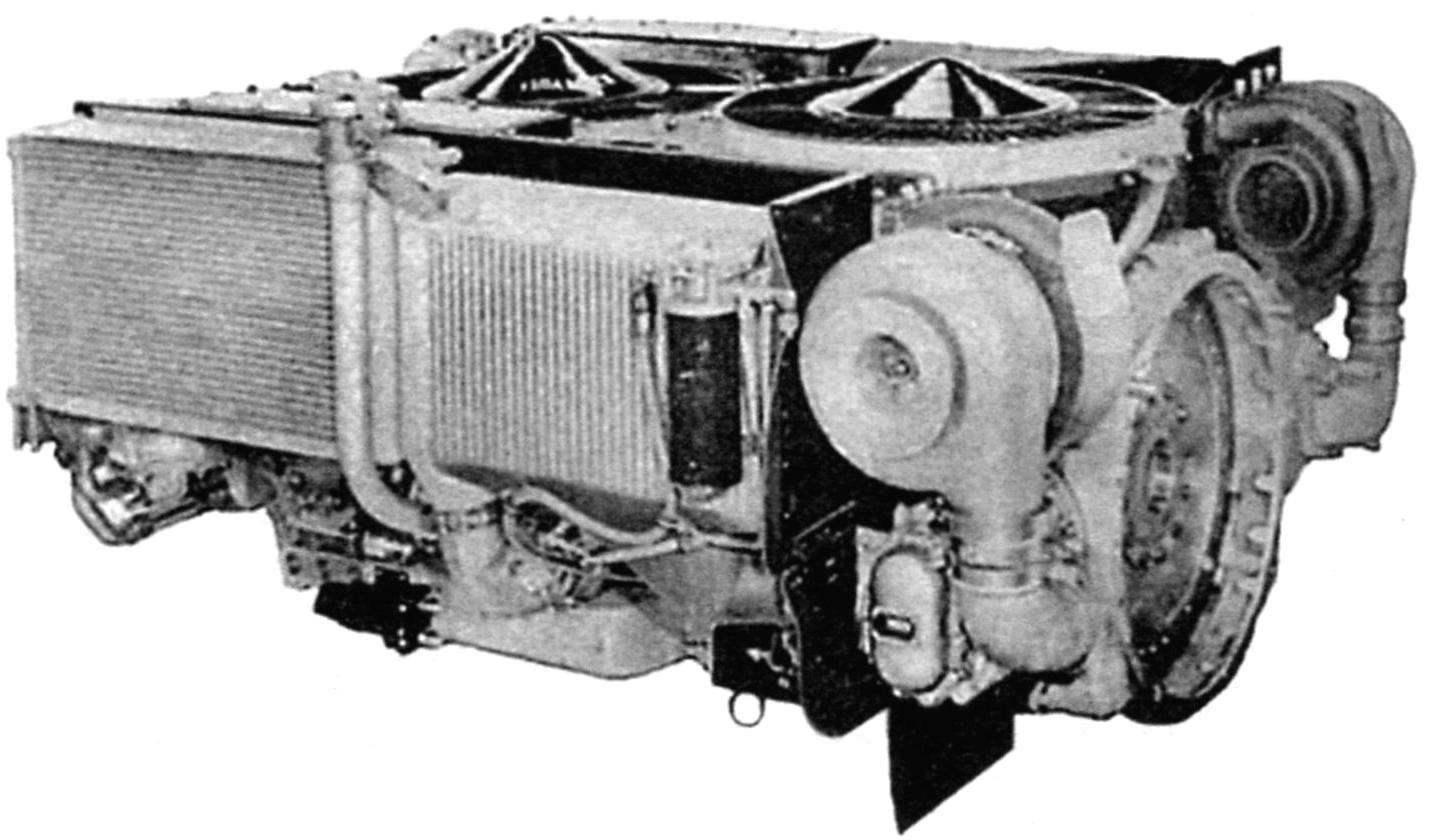 Силовой блок американского танка с дизельным двигателем AVCR-1100 воздушного охлаждения и гидродинамической трансмиссией Renk HSWL354. Мощность двигателя - 1475 л.с. (вид - сзади-справа)