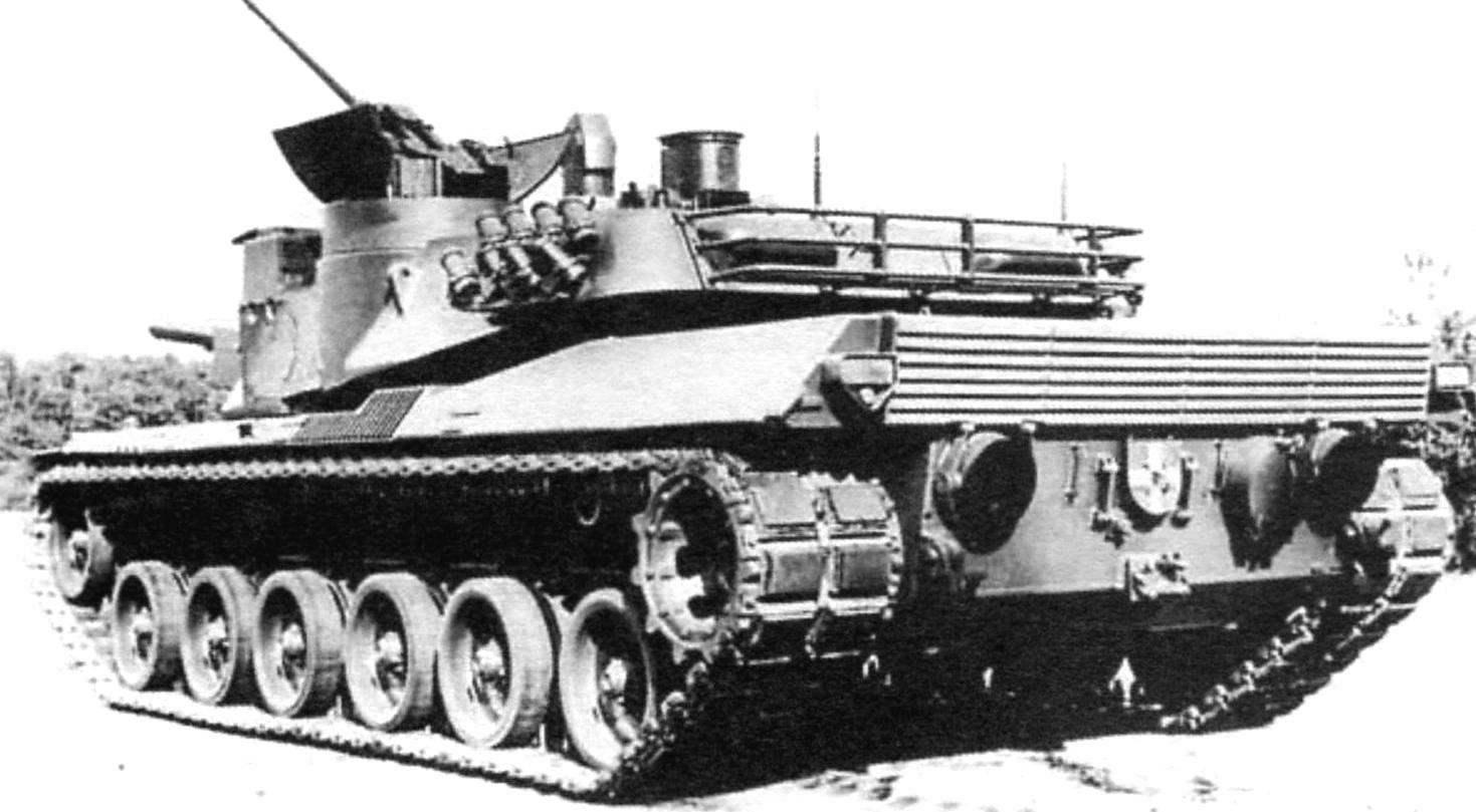 Опытный танк МВТ-70 - совместная разработка США и ФРГ (вид спереди и с кормы)