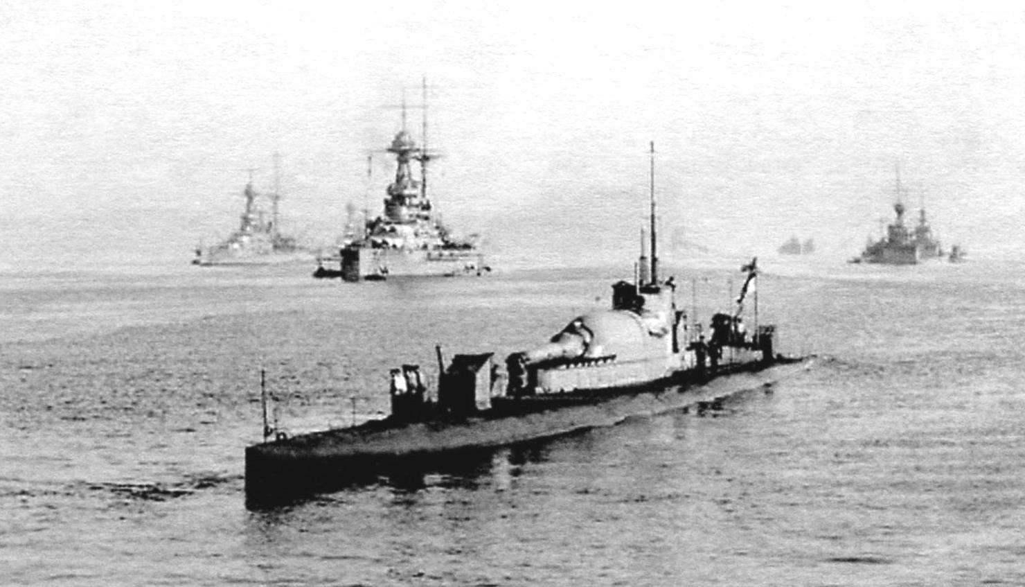 Субмарина E20, вооружённая 6-дюймовой гаубицей