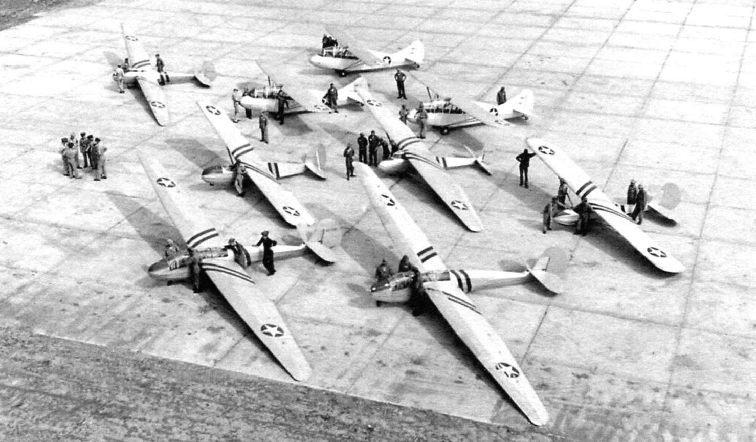 Для подготовки пилотов-планеристов Авиационный корпус армии США использовал несколько типов двух - и многоместных планёров