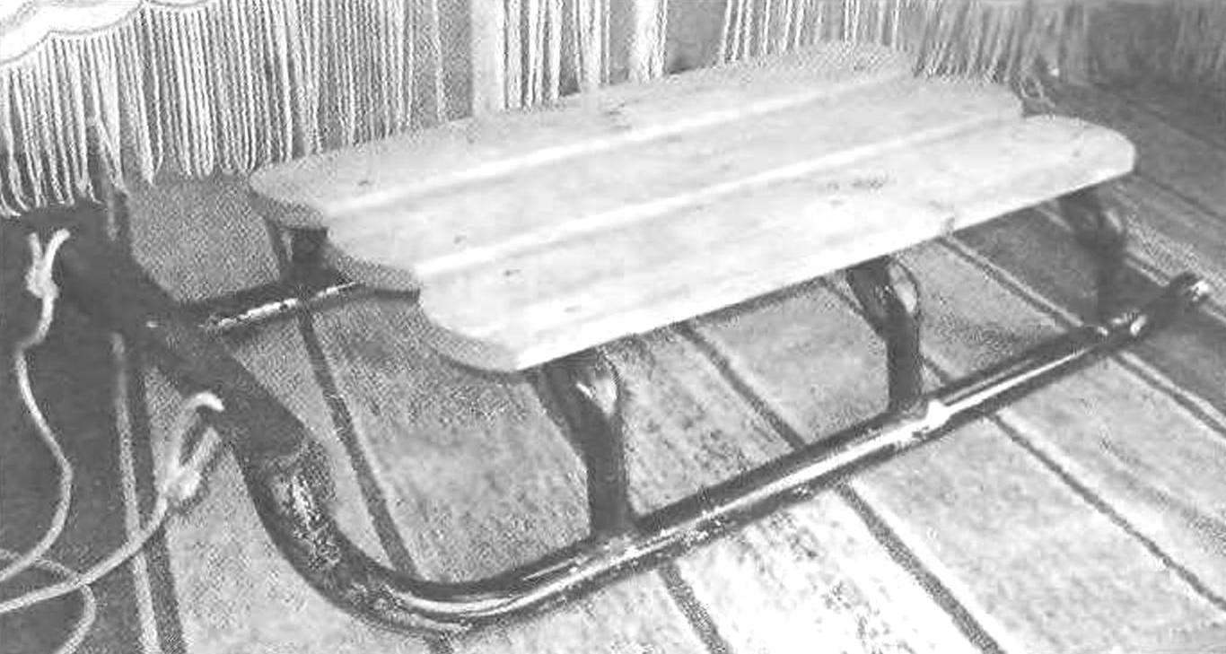 Fig. 1. Commercial sleds General purpose