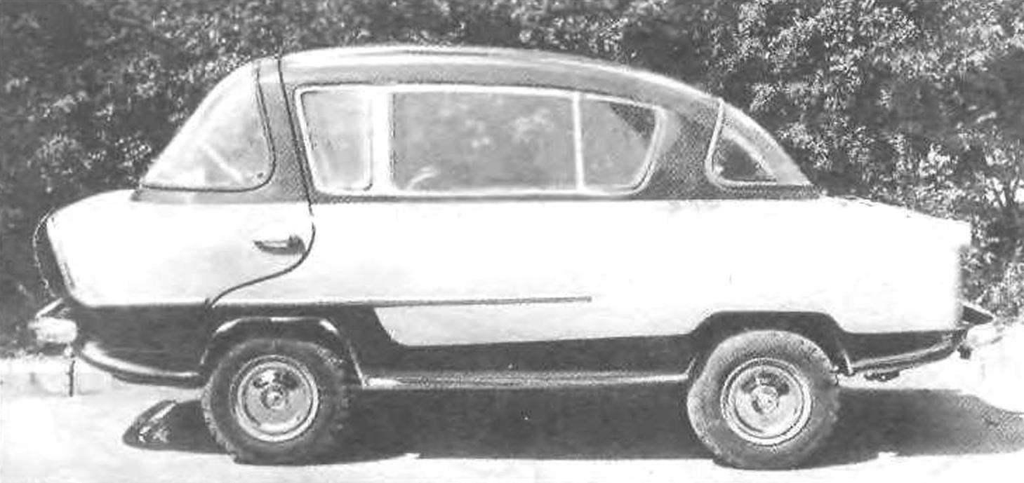 Первый прототип отечественного народного автомобиля — малолитражка «Белка» конструкции Ю.А.Долматовского.