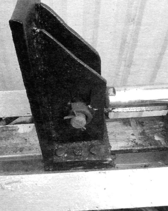 Толкатель. Соединение со штоком гидроцилиндра, диаметр штока 50 мм
