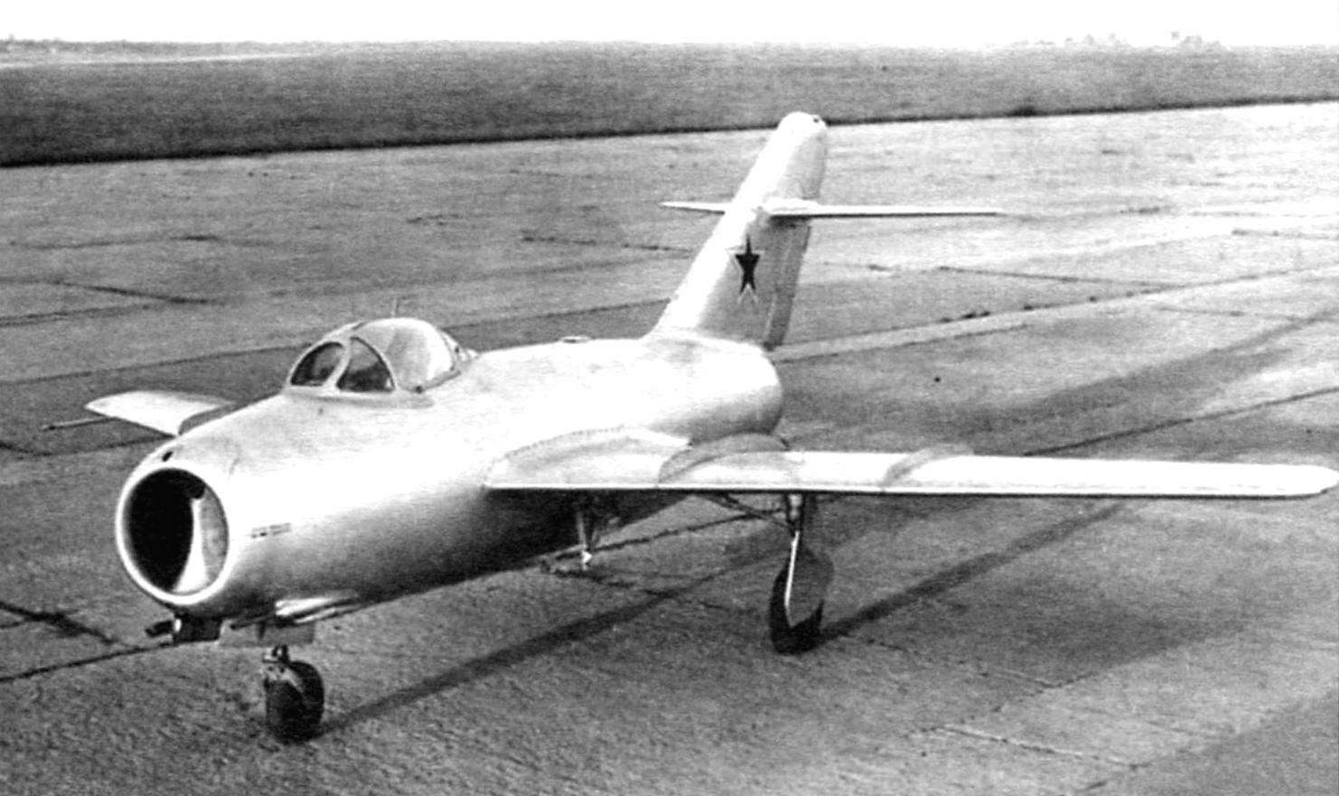 Прототип МиГ-15 перед полётом