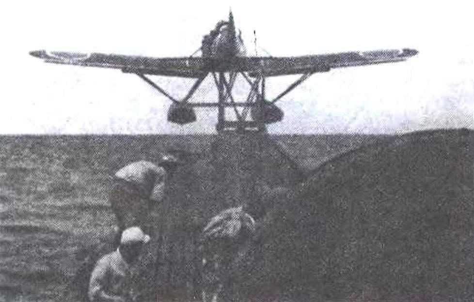 Катапультный взлет E14Y1 с борта подводной лодки