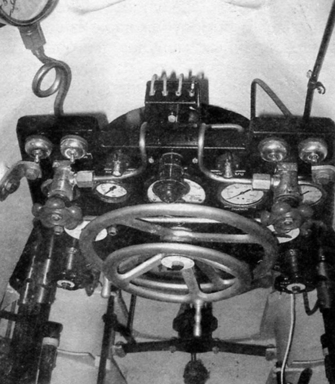 Штурвал и панель управления подводной лодкой Biber