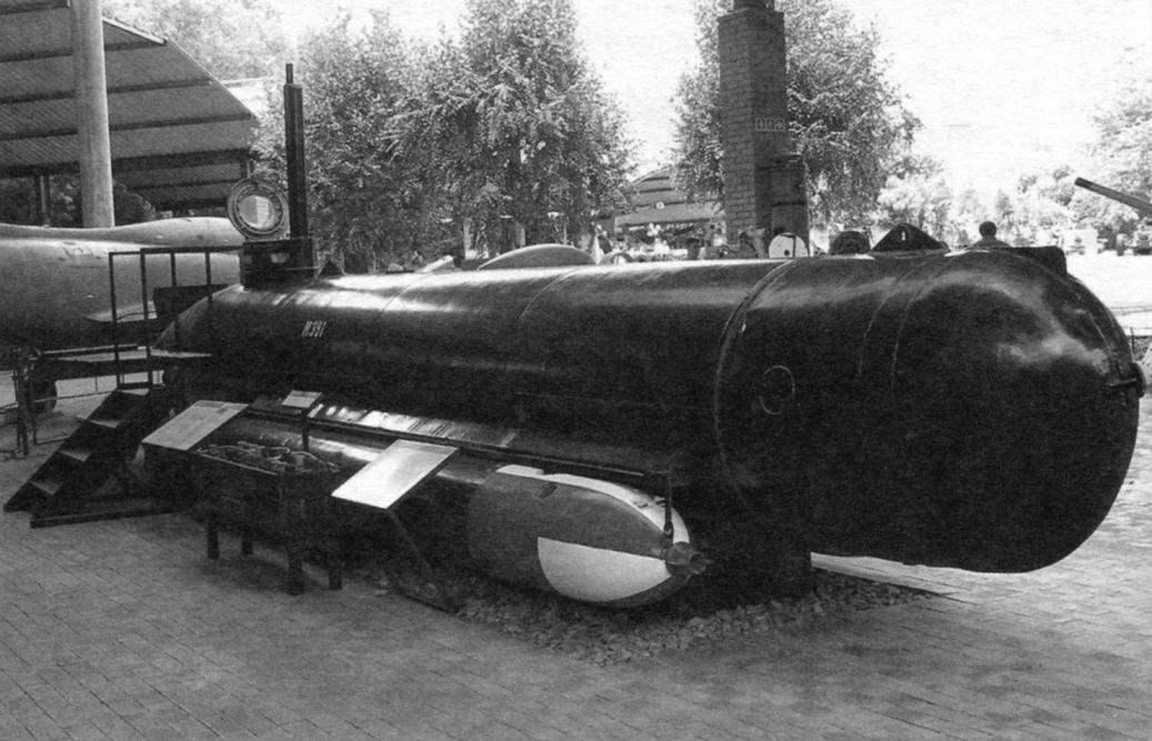 Подводная лодка Molch в экспозиции южноафриканского Military Museum в Йоханнесбурге