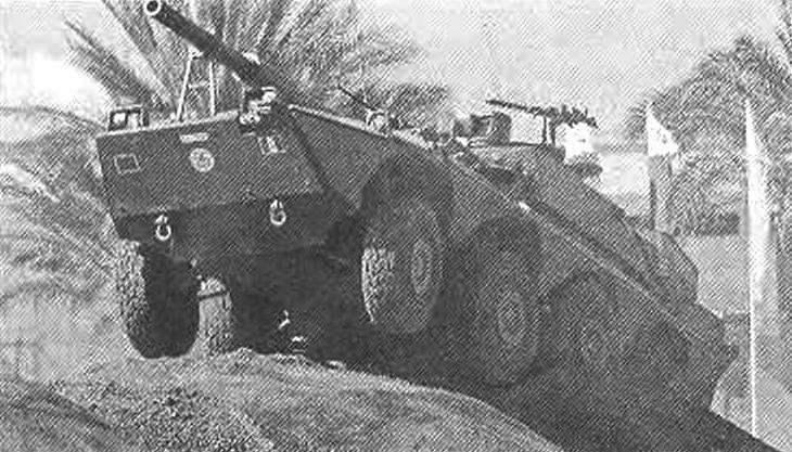 Колесный истребитель танков «Кентавр» 120/45; хорошо видны элементы дополнительной броневой зашиты
