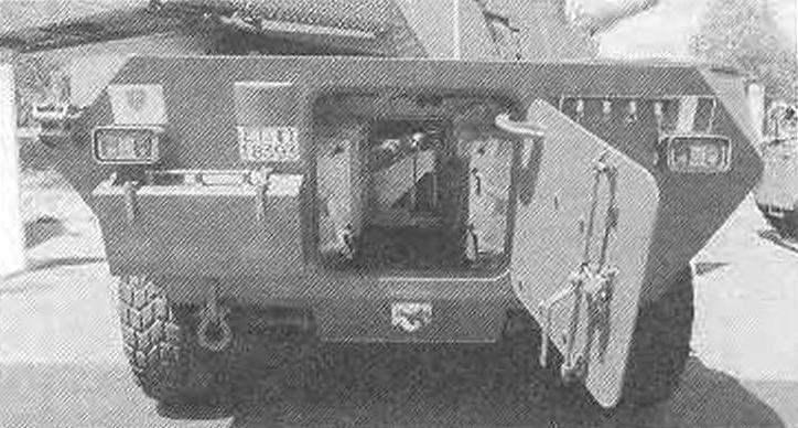 Вид на корму и интерьер колёсного истребителя танков «Кентавр» 120/45; на снимке видно, что корпуса истребителей танков и БМП «Кентавр» все же отличаются