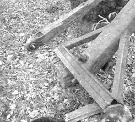 Основание мачты и копирующая тяга