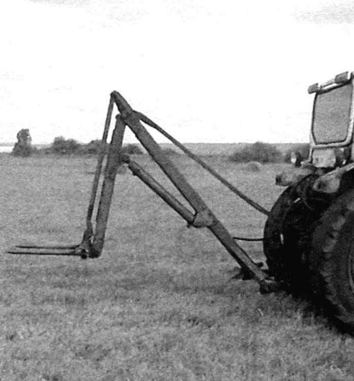 Тракторный подъёмник рулонов, задненавесной агрегат, работающий от навески трактора