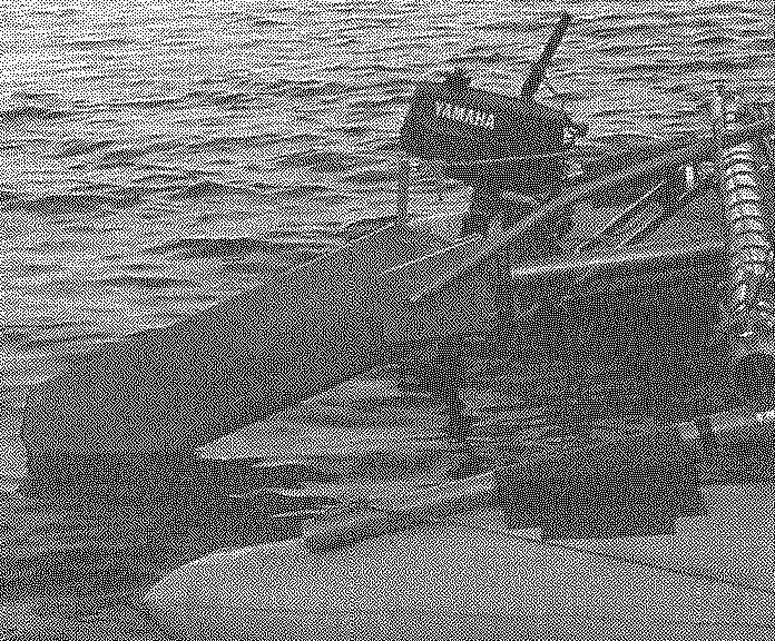 Рулевое устройство и подвесной мотор в корме катамарана