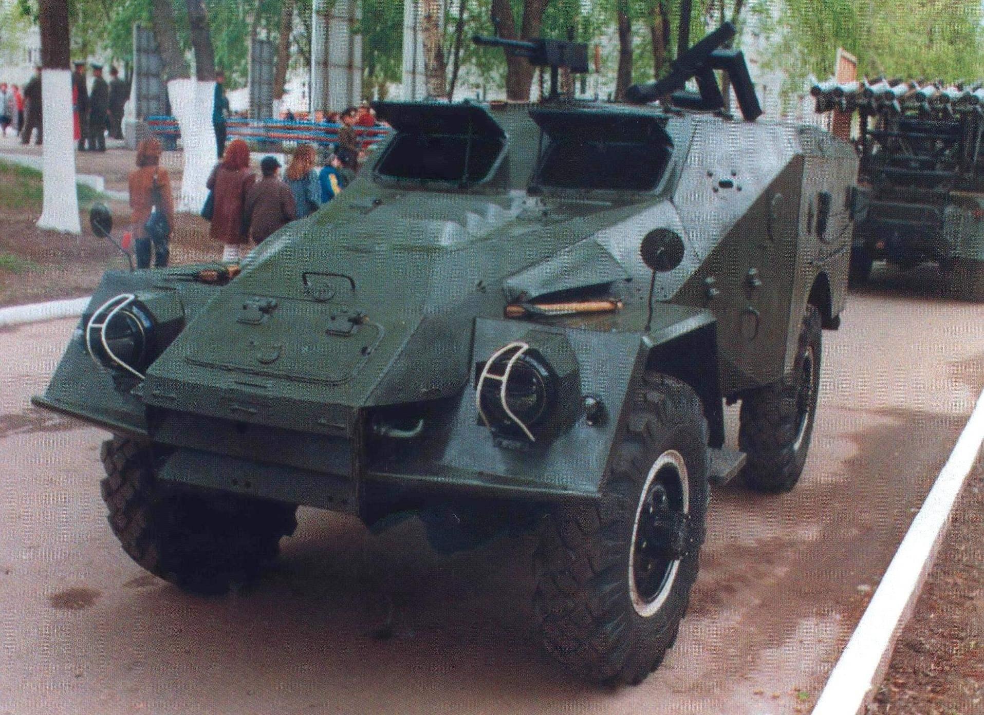 Бронетранспортер БТР-40Б из коллекции Музея военной автомобильной техники. Рязань, 7 мая 2000 года