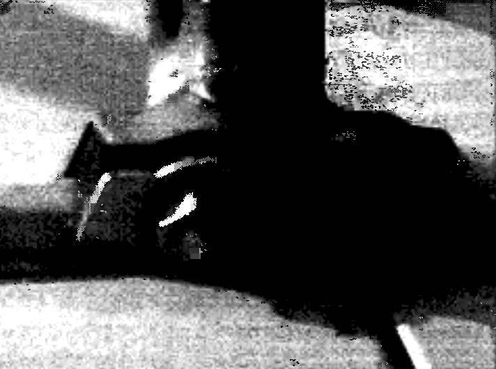 Крепление штанги багажника к водоотводному желобку кузова автомобиля