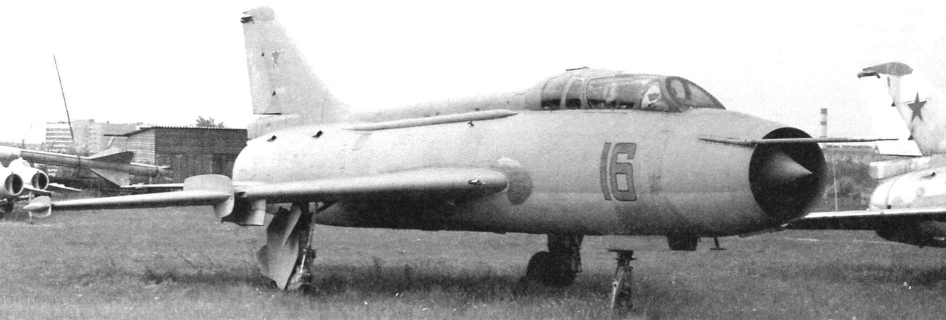 Самолёт Су-7У